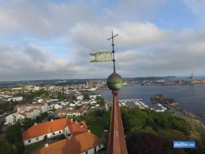 Larvik kirke fra en uvanlig vinkel